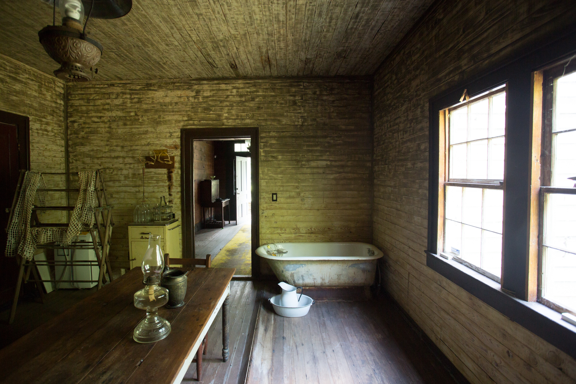 devils pond house-_middle room 5.jpg