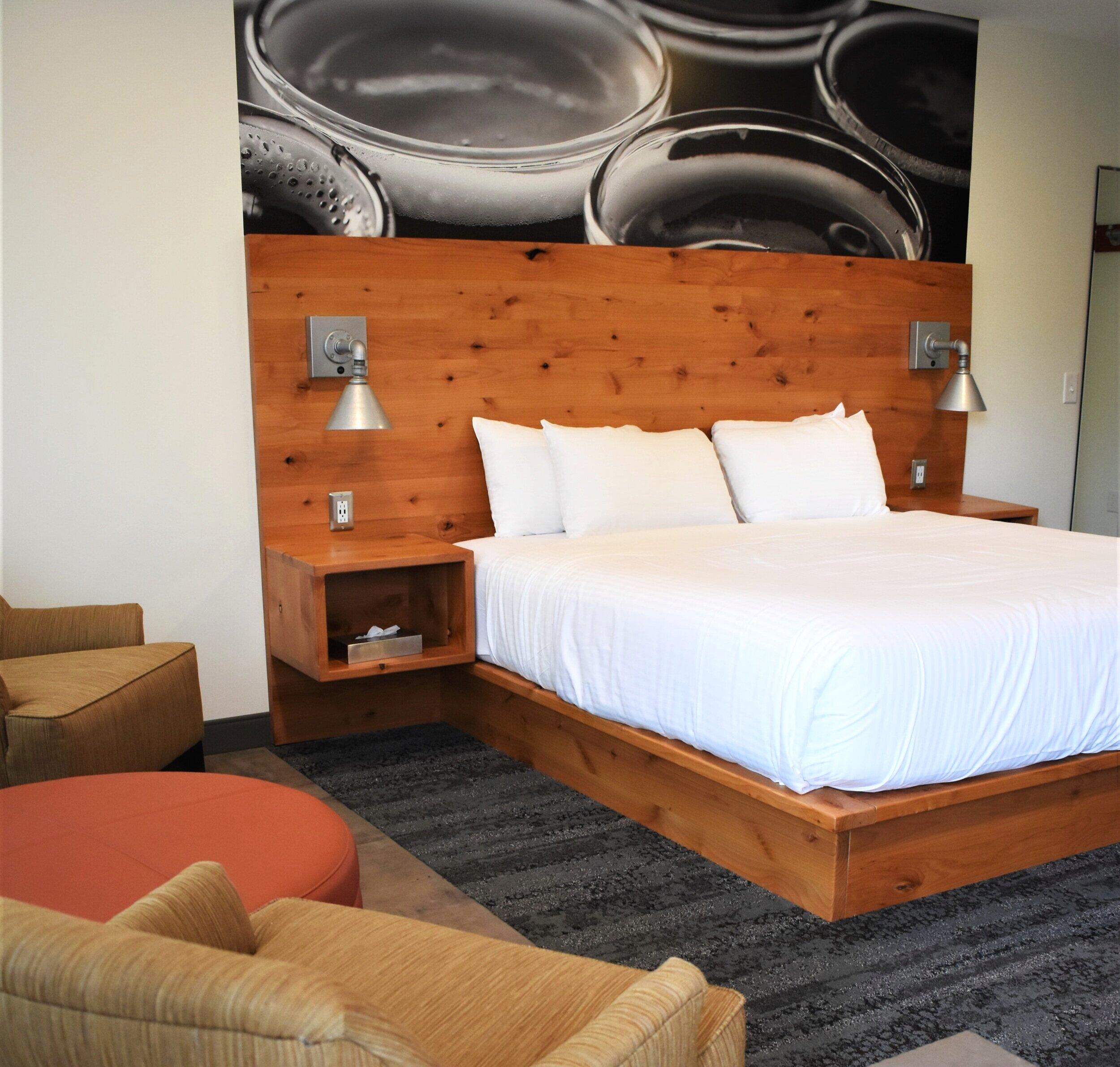 Lodge+Room+1_King+Standard.jpg