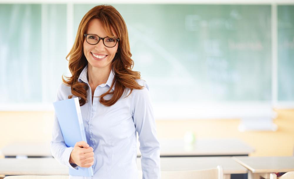 A LES NOSTRES AULES    Aules especialment dissenyades per al facilitar l'aprenentatge    En grup petit o classe particular    Demana'ns informació