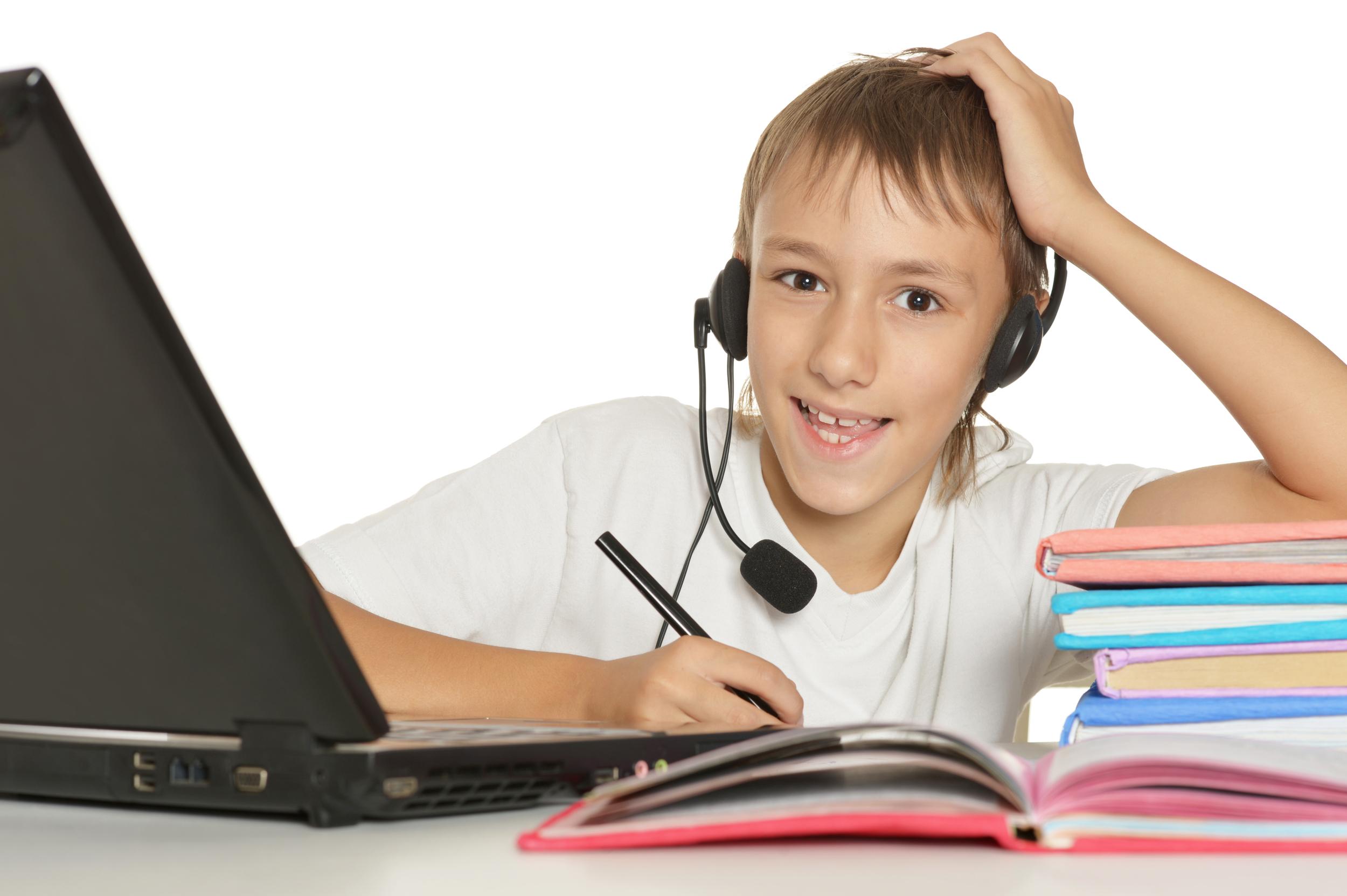 Com si tinguessis el professor a casa, ens connectem i fem la classe on line.    Sense problemes de distància, siguis prop d'Octàgon o molt lluny!    Demana'ns informmació