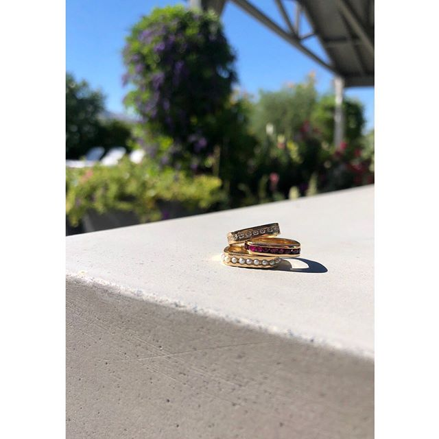The Channel pinky ring gets her moment in the sun ☀️ • #1533jewelry #1533 #14k #14kgold #gold #rings #rubies #diamonds #pearls #showmeyourrings