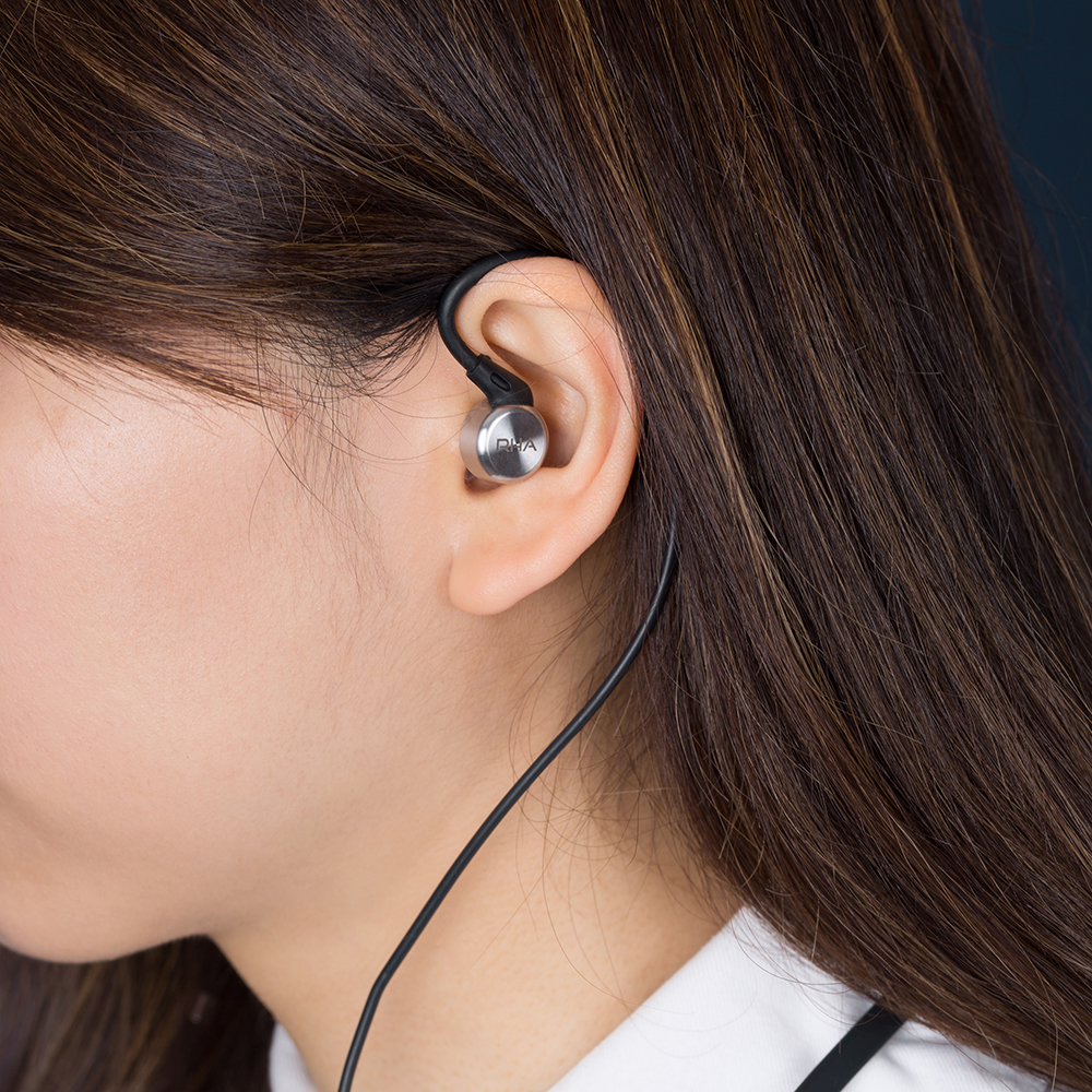 Thumb_ 7. MA750 Wireless - Lifestyle 2.jpg
