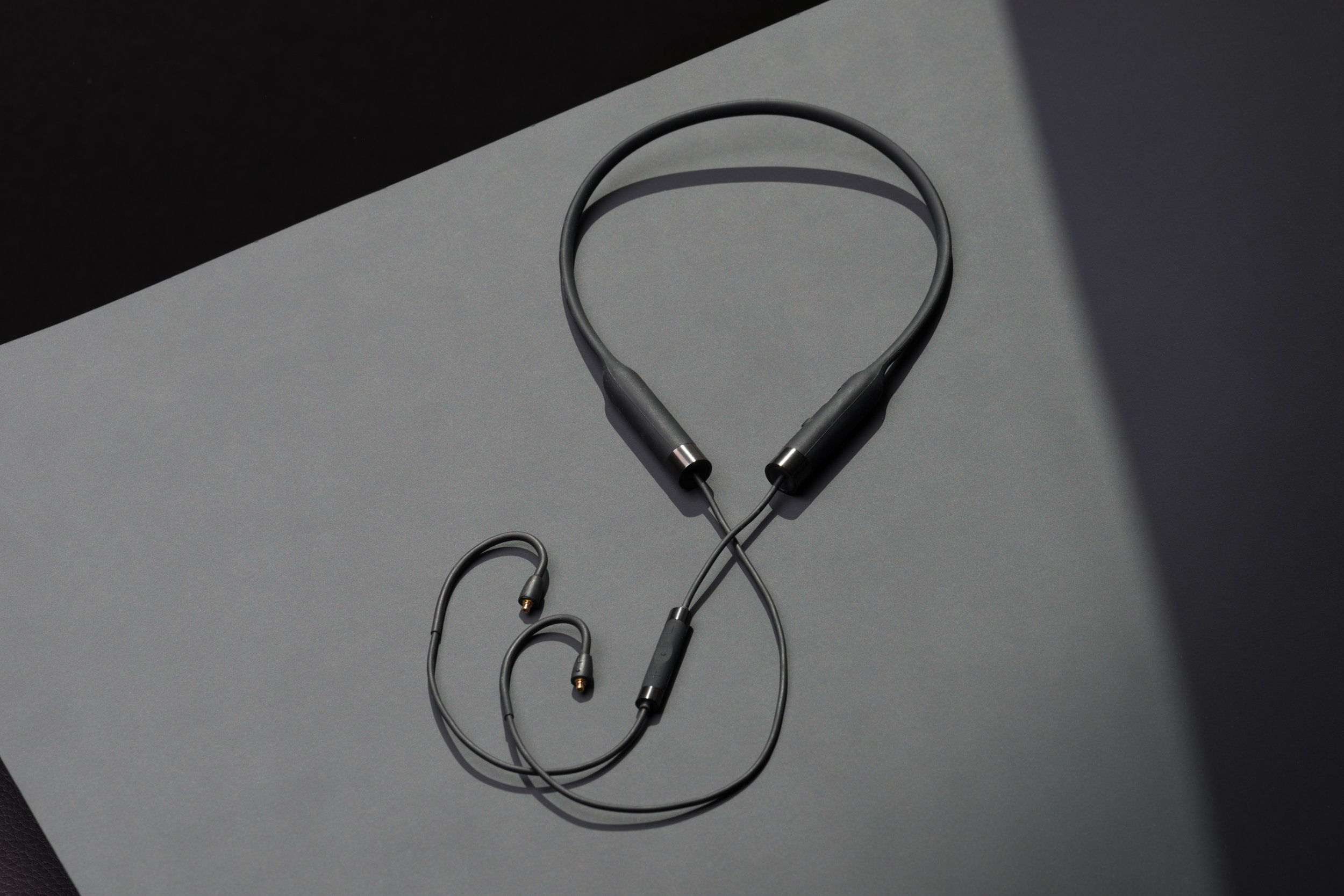 RHA CL2 Planar wireless neckband detail 3.jpg