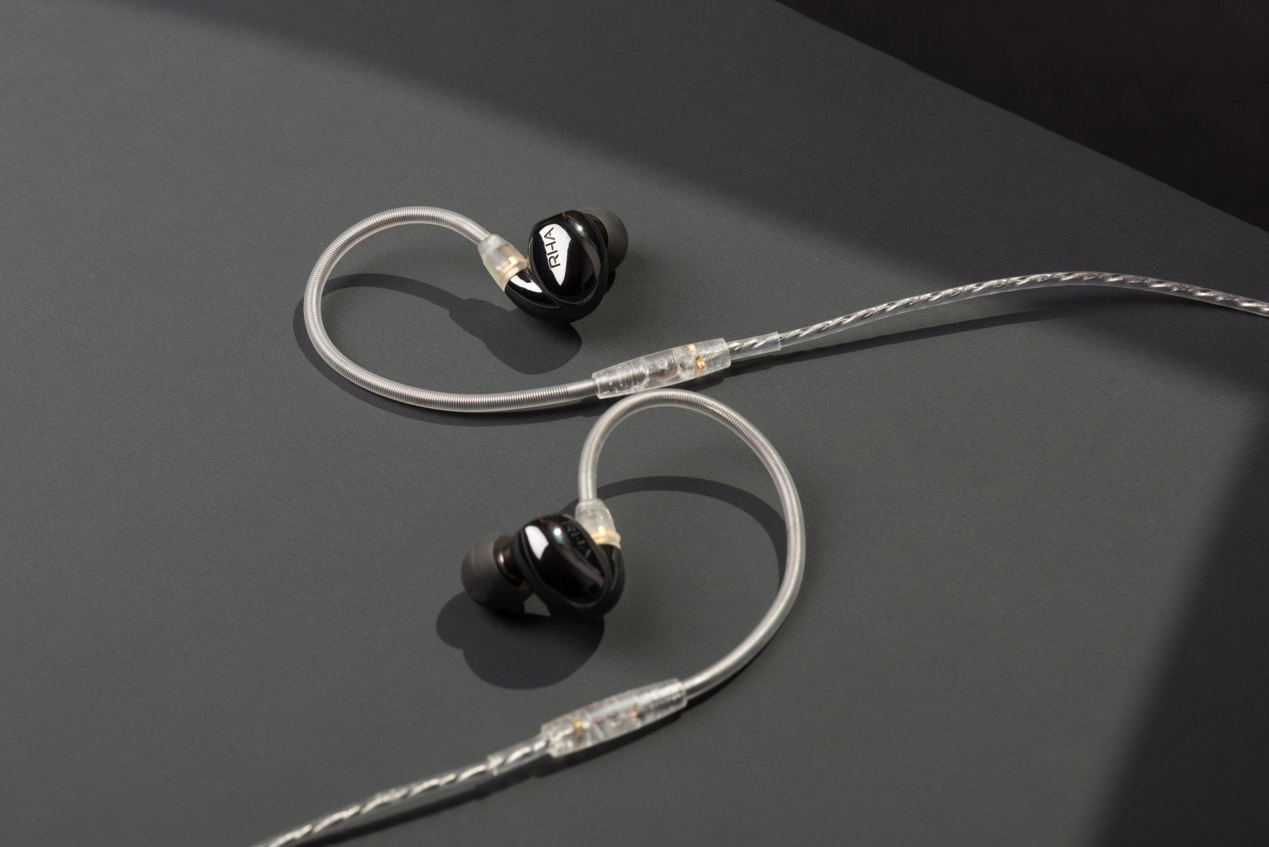 RHA CL2 Planar on Ag4x balanced silver cable 2.jpg