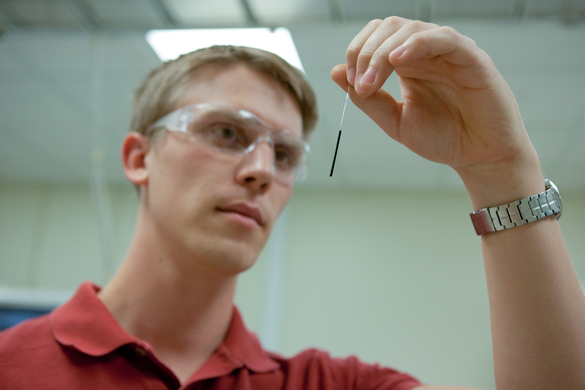 Michael Hoepfner studies asphaltene samples.