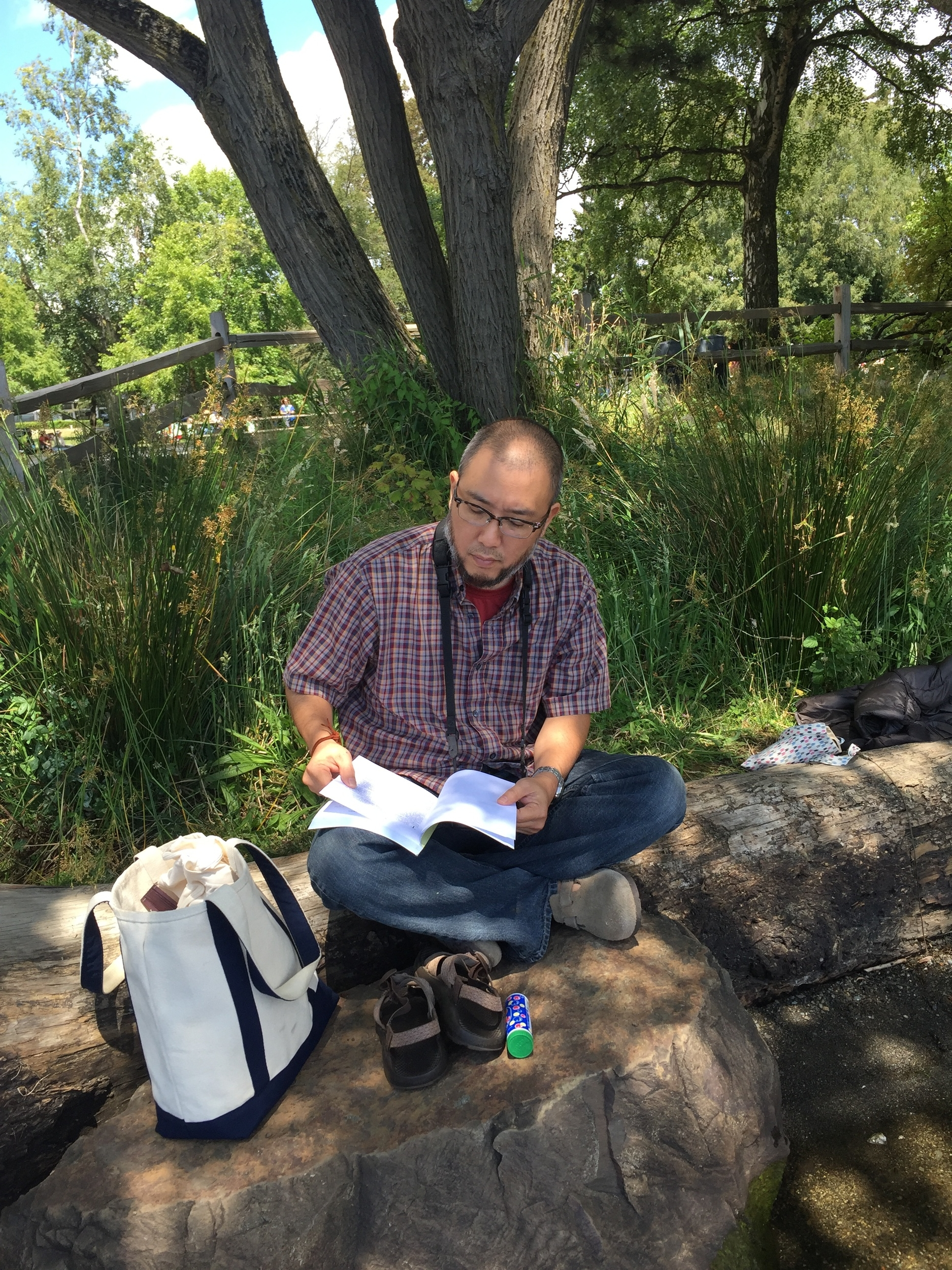 Besides seminar practices and the tournament, we had a chance to do some relaxing things too. This is me reading a book for a little while at Green Lake Park in Seattle.  Photo by Hayashi.
