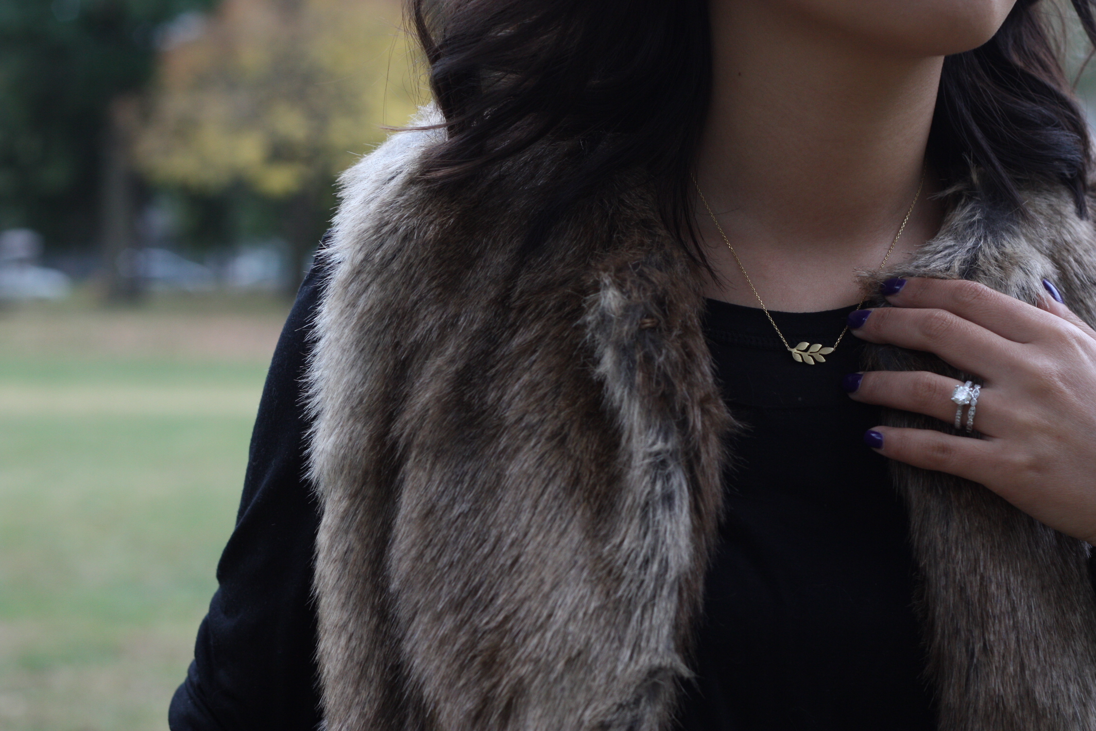 Necklace: Celestine Jewelry, Nails: OPI Do you have this color in Stockholm?