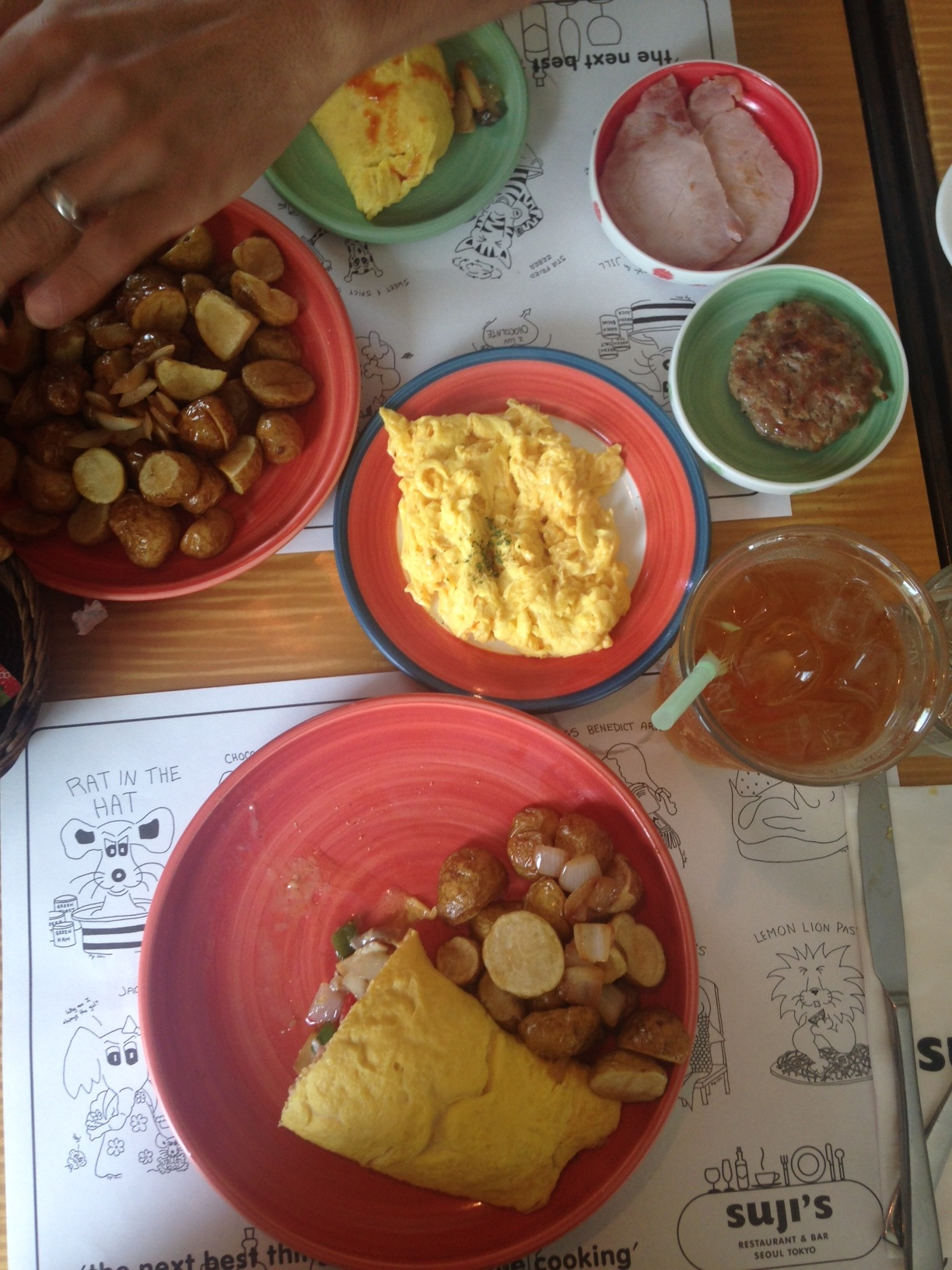 Brunch @Suji's: Omelette with bell peppers, onions and mushrooms, home fries, scrambled eggs, breakfast sausage, ham