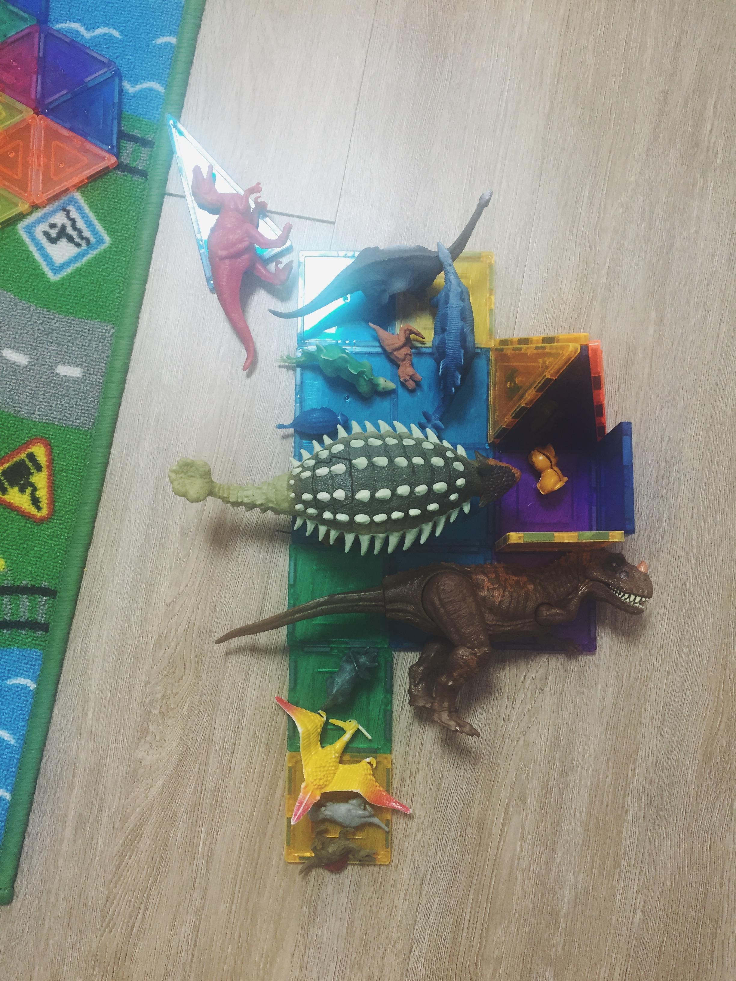 magnatiles + dinosaurs