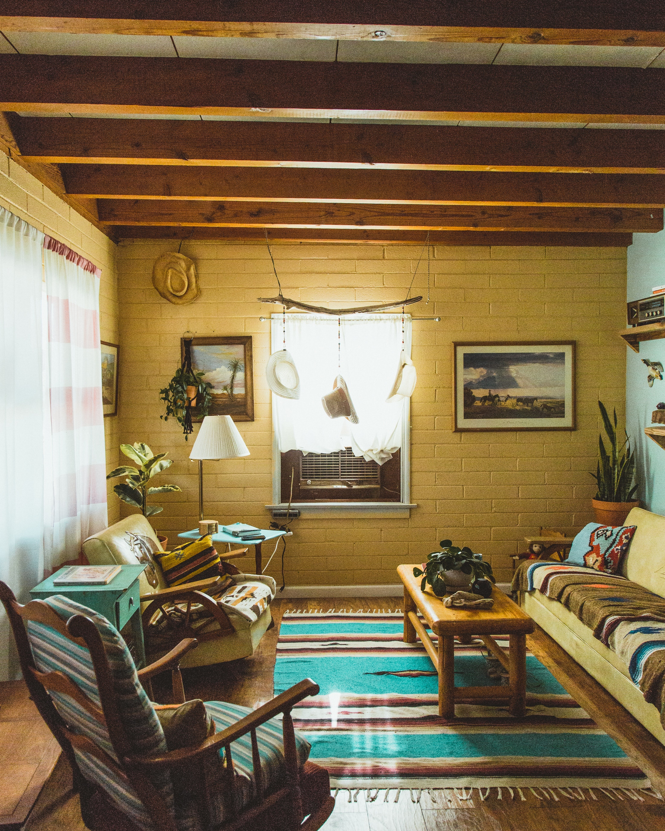 You've gotta love a beach boho / desert vibe! This space has stuck to one style and does it well.