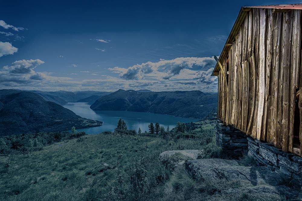 Sande Hotell,Sande i Sunnfjord - Ved Sande Kro & Hotell finn dei tilreisande det vakraste av vestnorsk natur, ro, frisk luft og friluftsareal i vakre Sande i Sunnfjord.Les mer Booking
