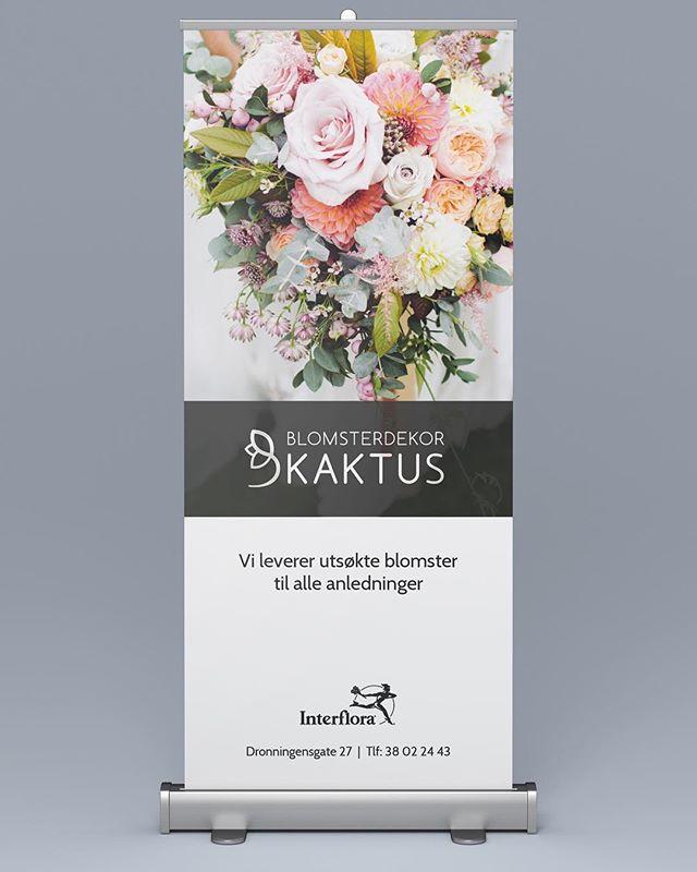 Roll-up for kommende brudemesse i Kristiansand 👰🏼🤵🏼Der finner du Blomsterdekor Kaktus som stiller med vakre og trendy brudebuketter 💐 #design #weddingshower #rollup #blomsterbutikk