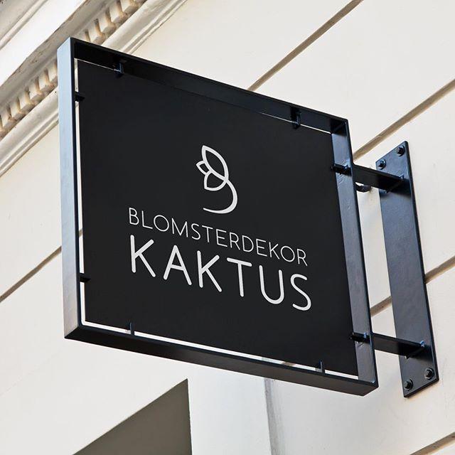Ny logo og visuell identitet for Blomsterdekor AS er endelig lansert! 🌻 Du finner flinke blomsterdekoratører i Bergen (Tårnplass) og i Kristiansand (Kaktus) «Du bestemmer anledningen» 💐🌷🌹🌸🌼 #logo #visuellidentitet #blomsterbutikk