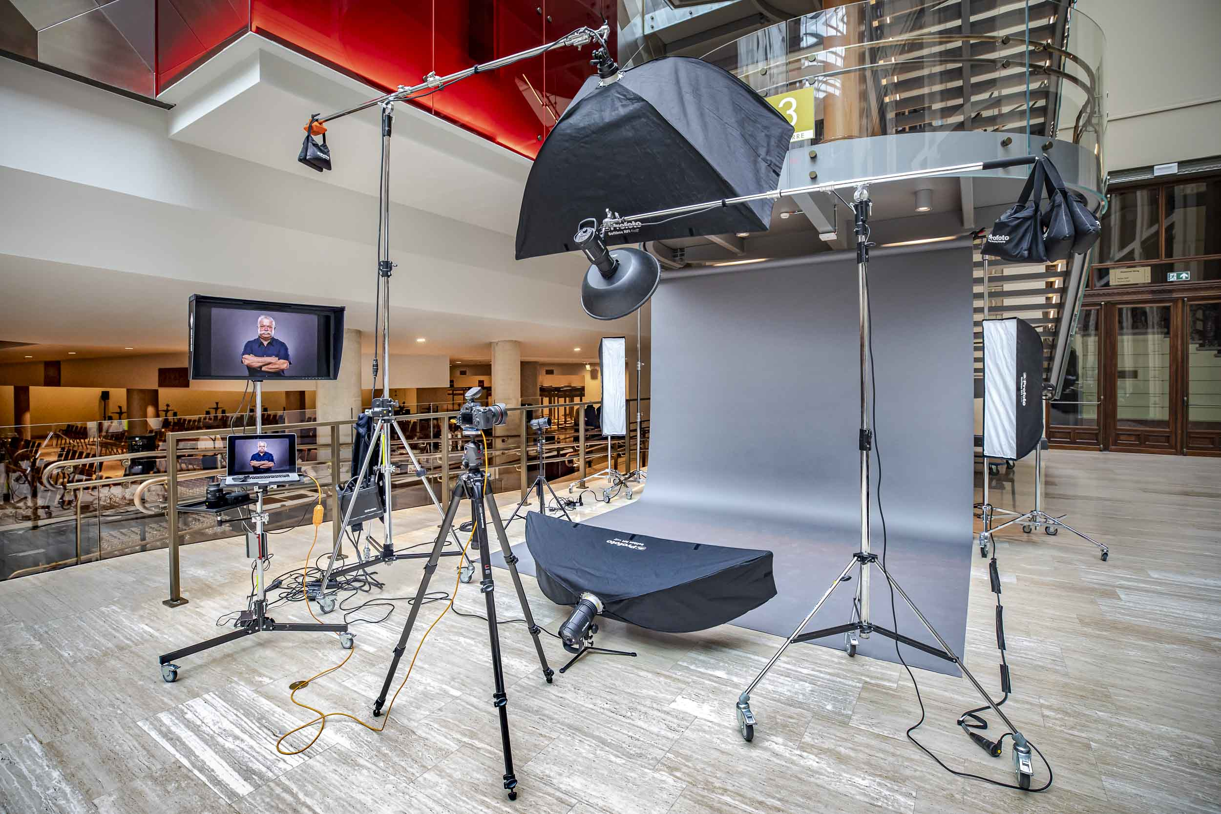 Photo Studio on location - Canon - Profoto - Eizo - Manfrotto