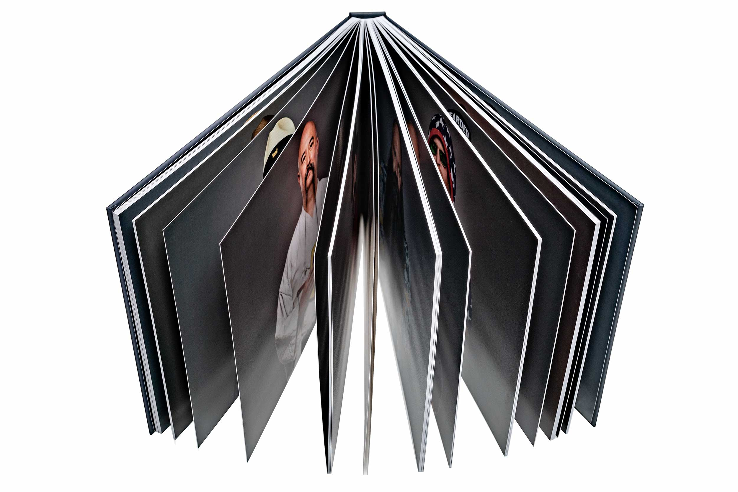high-end photo book - Matte finishRich high-density colorsMounted on a thick substrate.