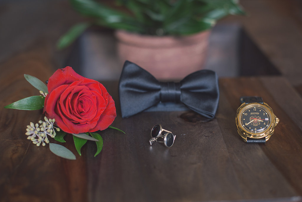 groom's boutounniere bow tie ring Mariage Montreal Wedding