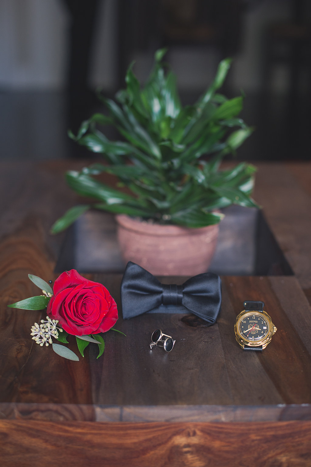 groom's boutounniere bowtie ring Mariage Montreal Wedding