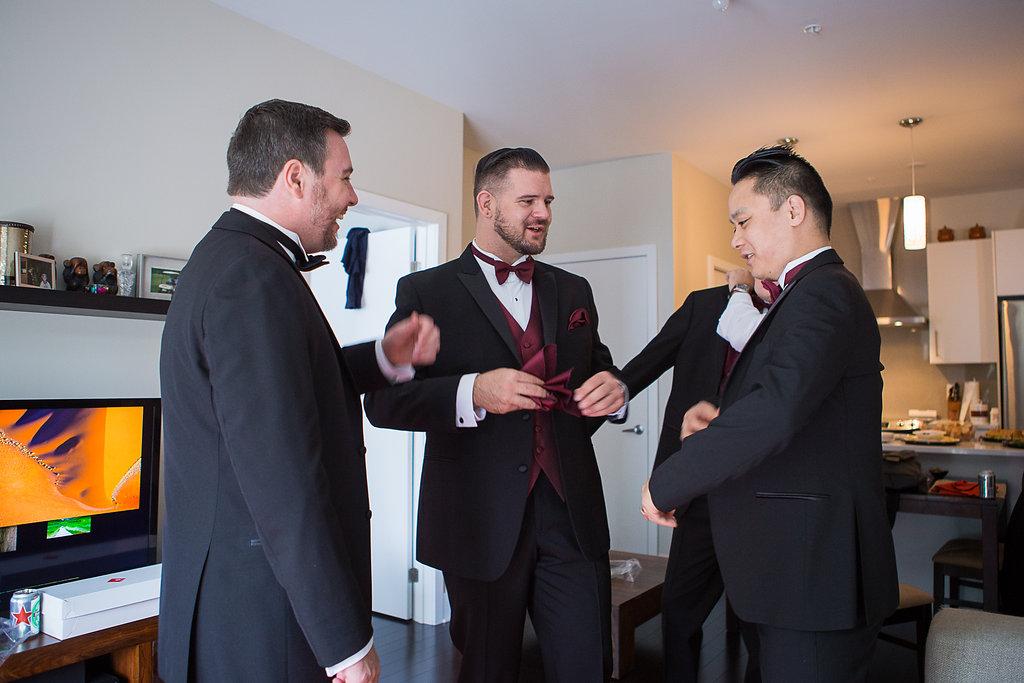 groom getting ready Mariage Montreal Wedding