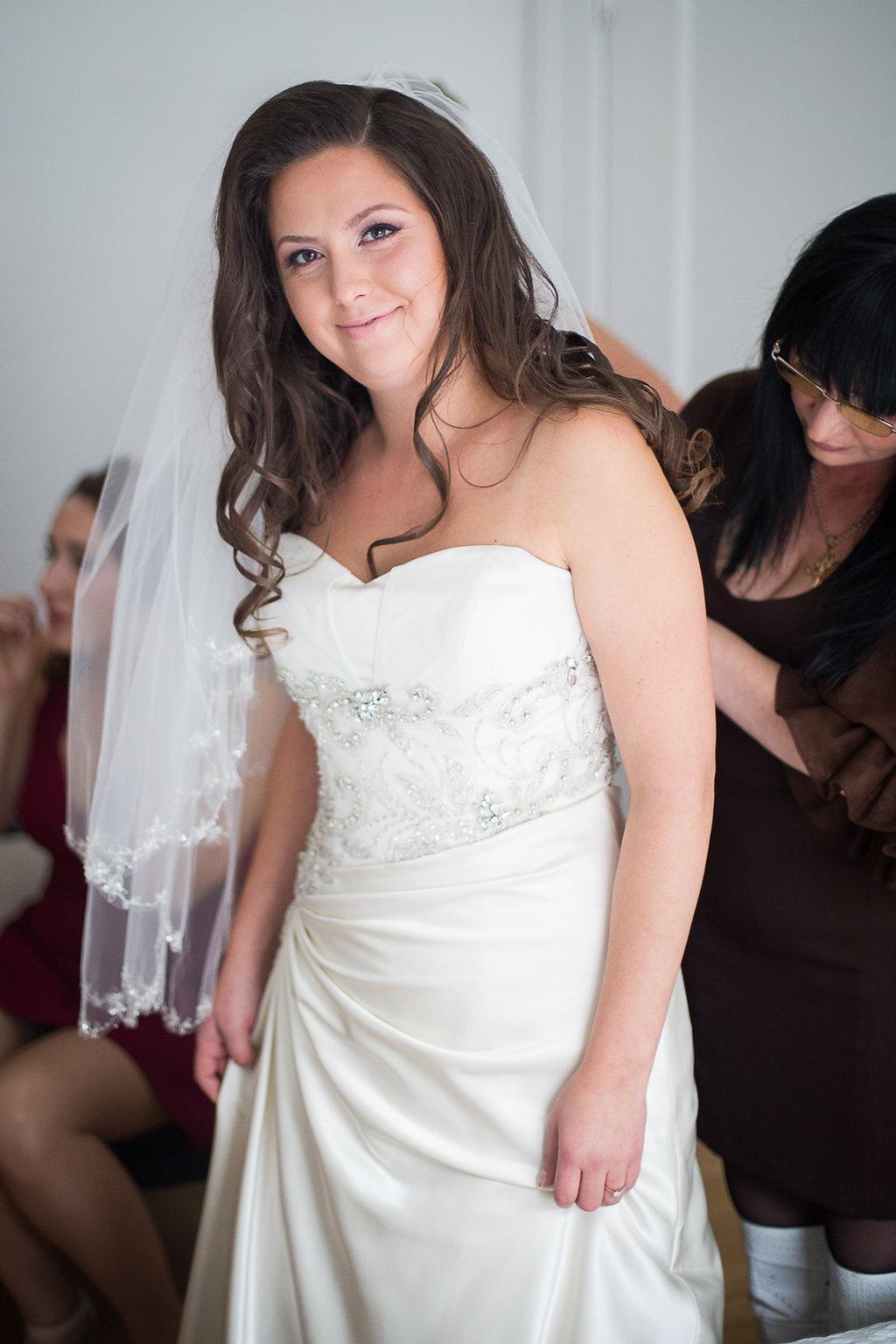 bride getting ready Mariage Montreal Wedding