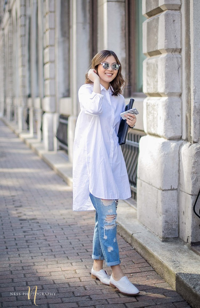 portrait of lifestyle blogger heydahye holding a cluth and her phone in old montreal streets