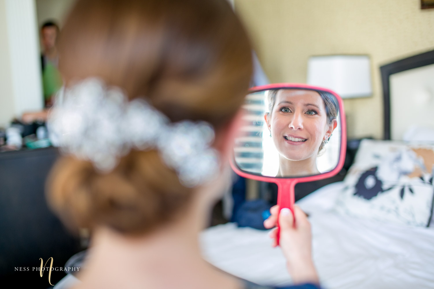 bride lookign in the mirror for montreal elopement