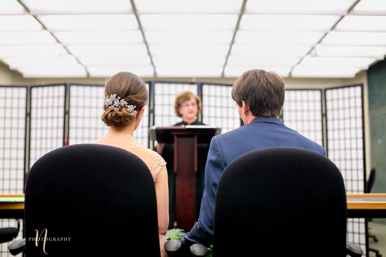 Montreal elopement couple at palais de justice