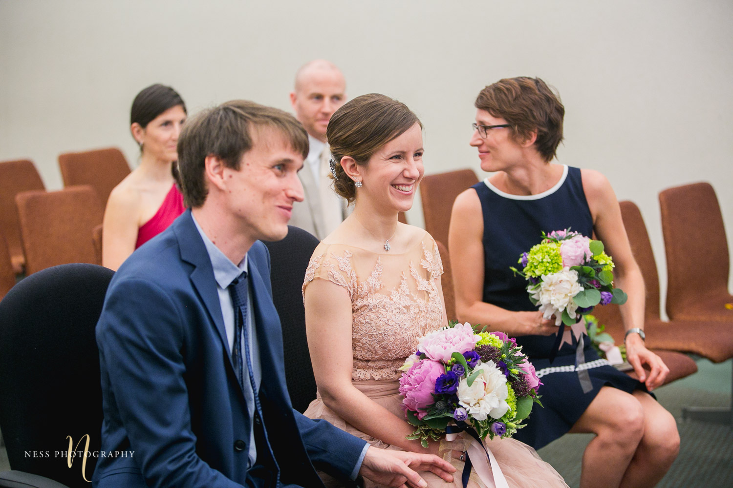 couple sitting at palais de justice during Montreal elopement