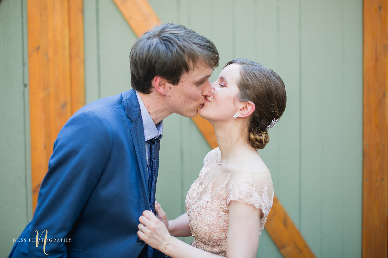 bride and groom kissing in plateau mont royal for elopement wedding photos