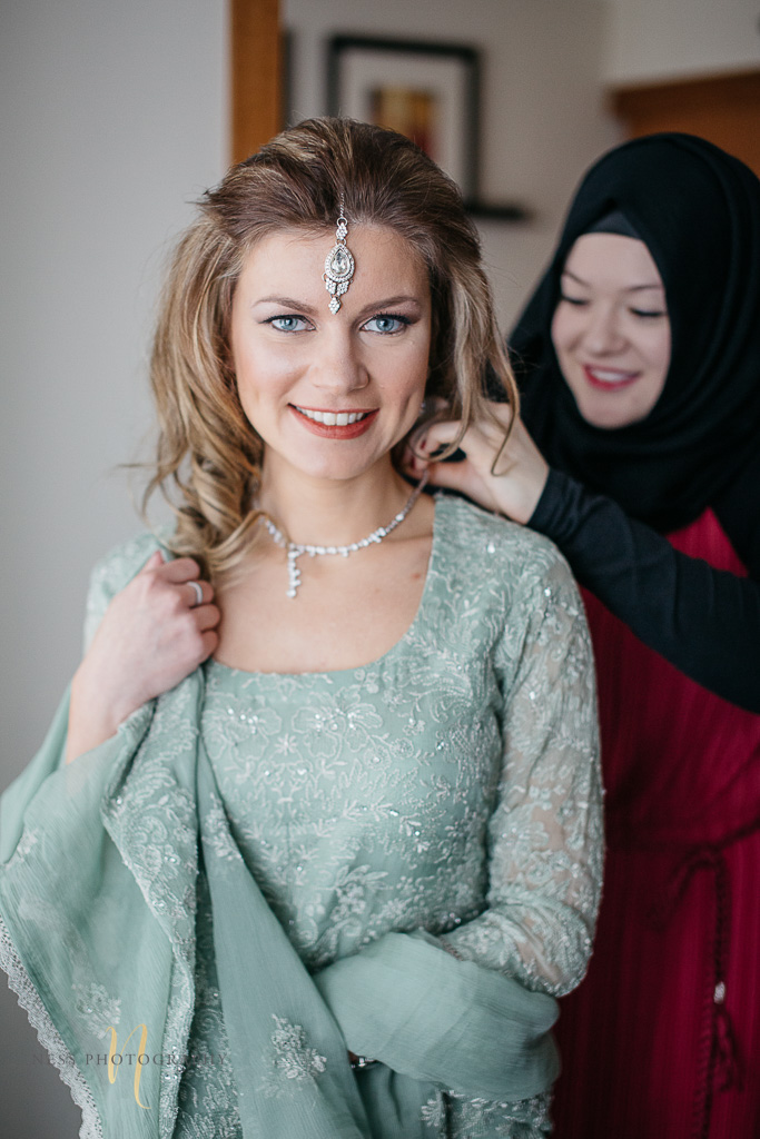 bride and groom getting ready for Pakistani wedding- Montreal wedding photographer -14.jpg