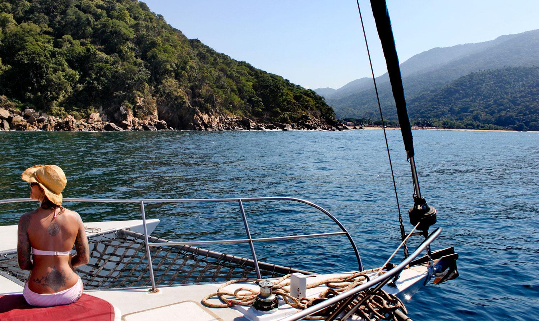Sayulita-babe-on-boat-132.jpg