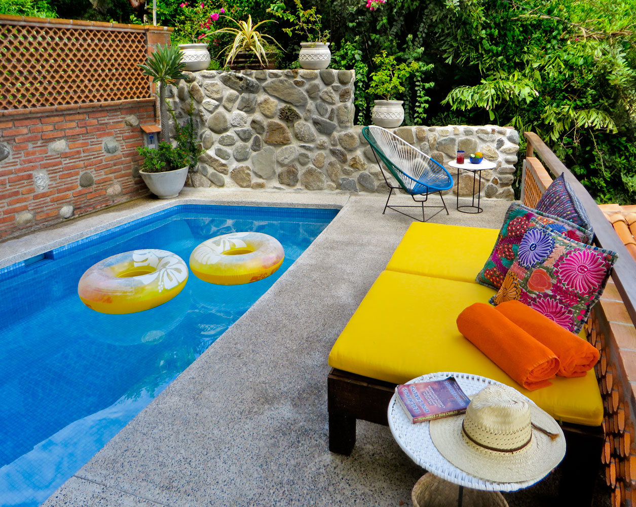 028-pool-deck-and-lounge-area.jpg