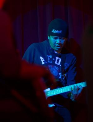 Alroy: Guitars