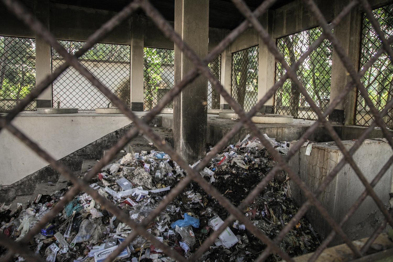 A pile of medical waste including sharps