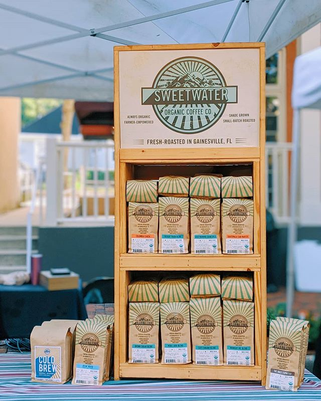 The forecast is 75°- 85° and sunny for the farmers market today. Come grab a cup of coffee and enjoy the good weather before the rain rolls in tomorrow. Open 8:30 am - noon. ☀️☕