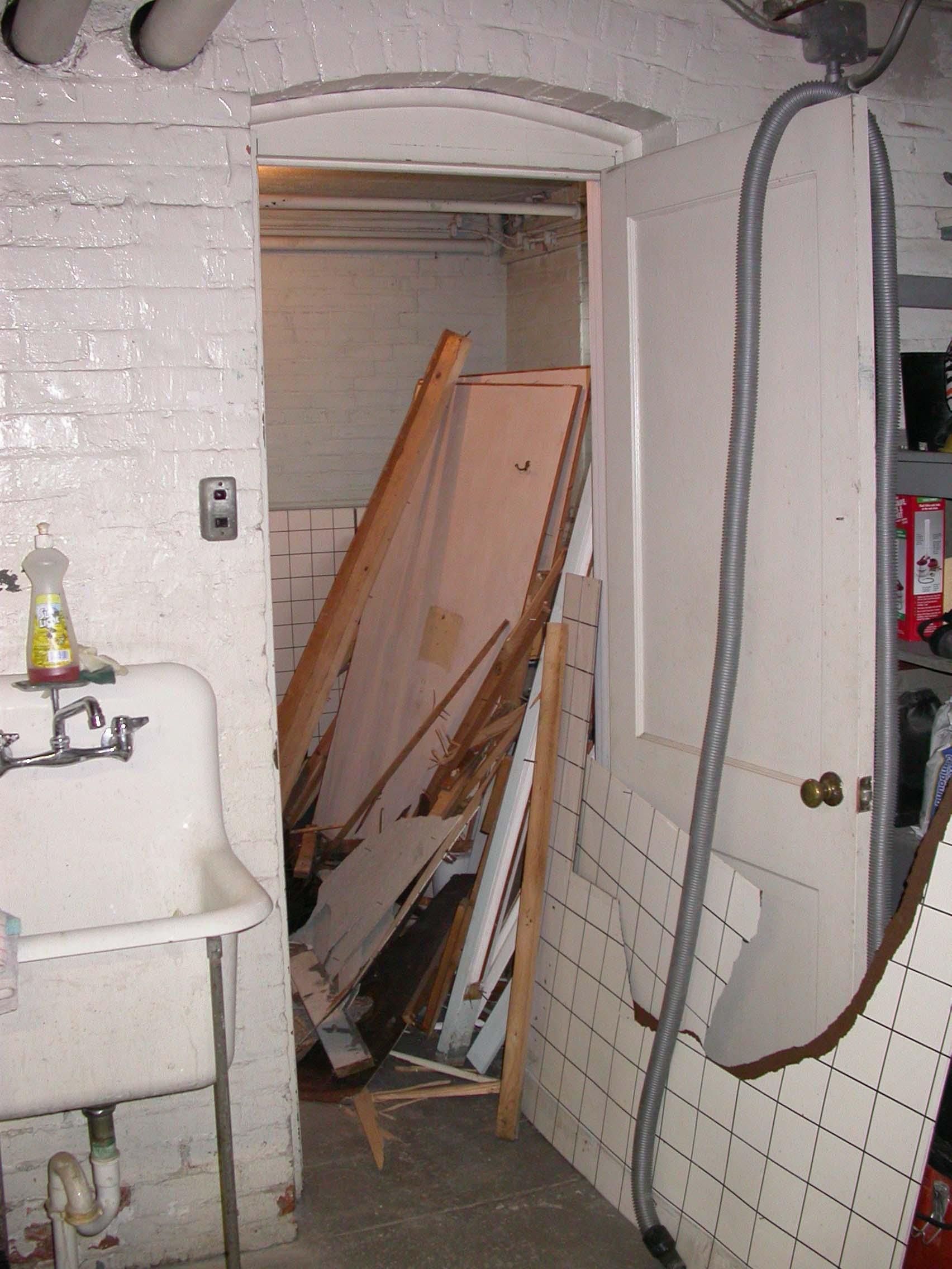 Bathroom B4.jpg