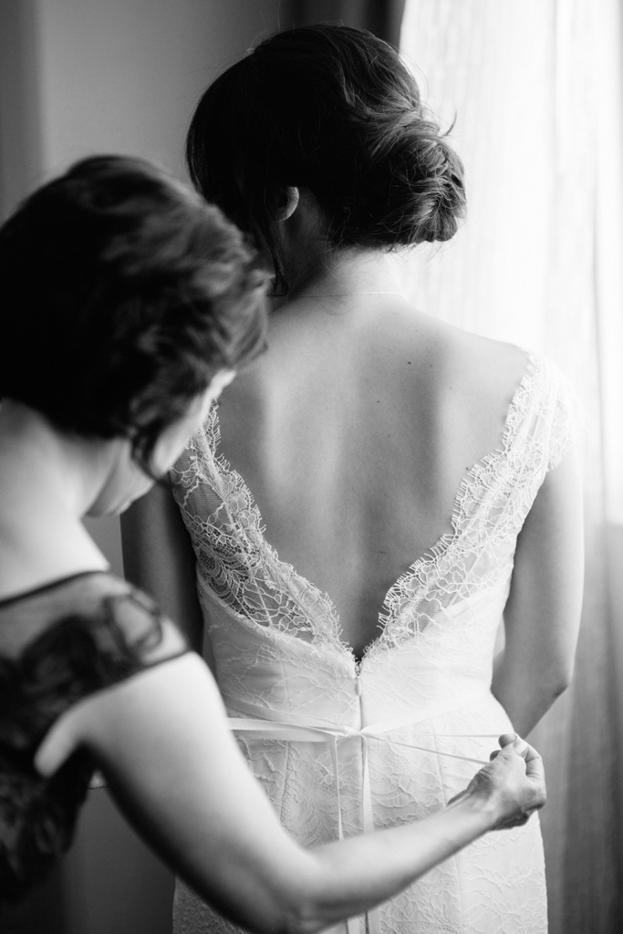 backless-lace-wedding-dress.jpg