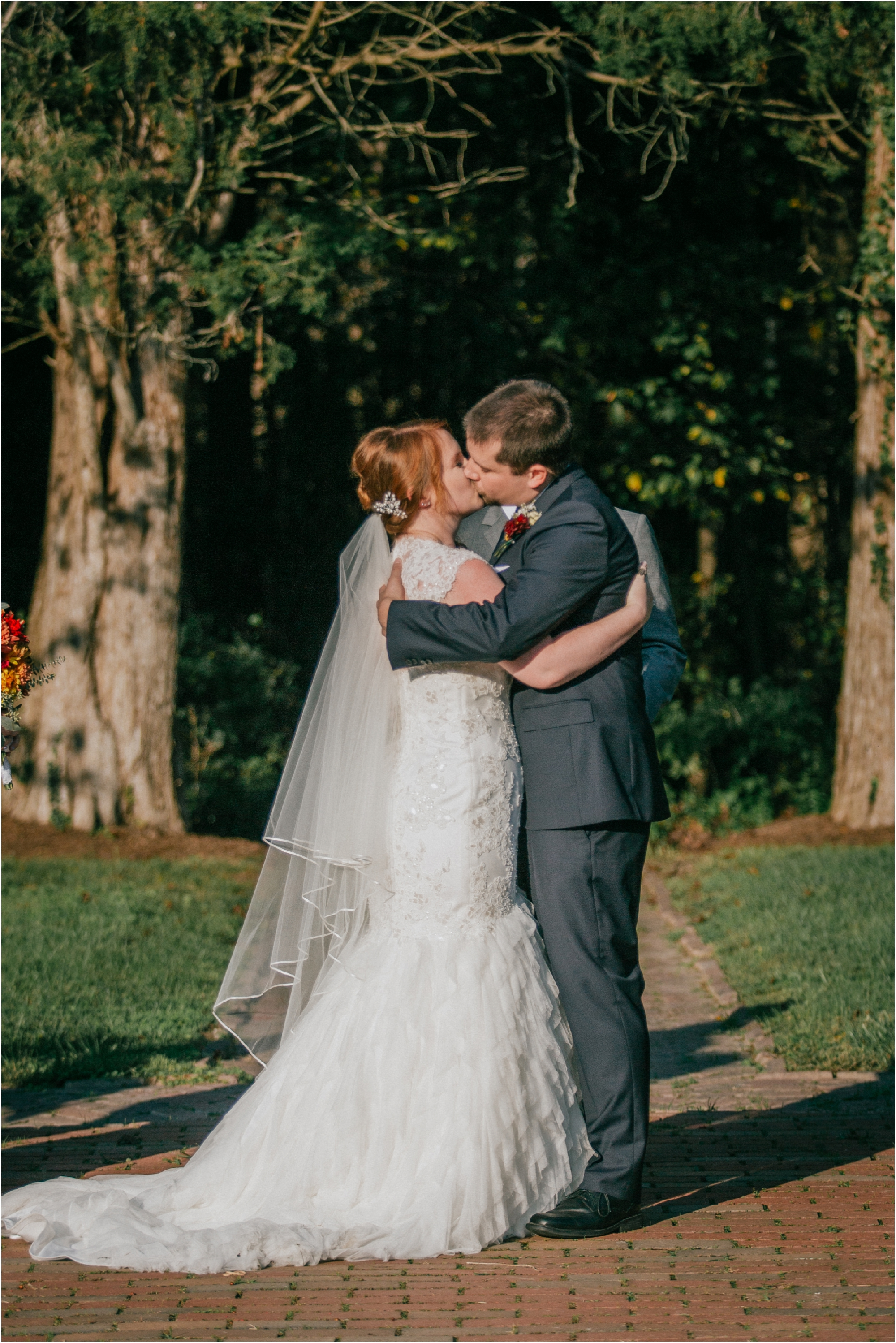 Fall-gem-stone-earthy-succulent-mount-airy-mansion-wedding-tennessee-elopement-photographer_0105.jpg