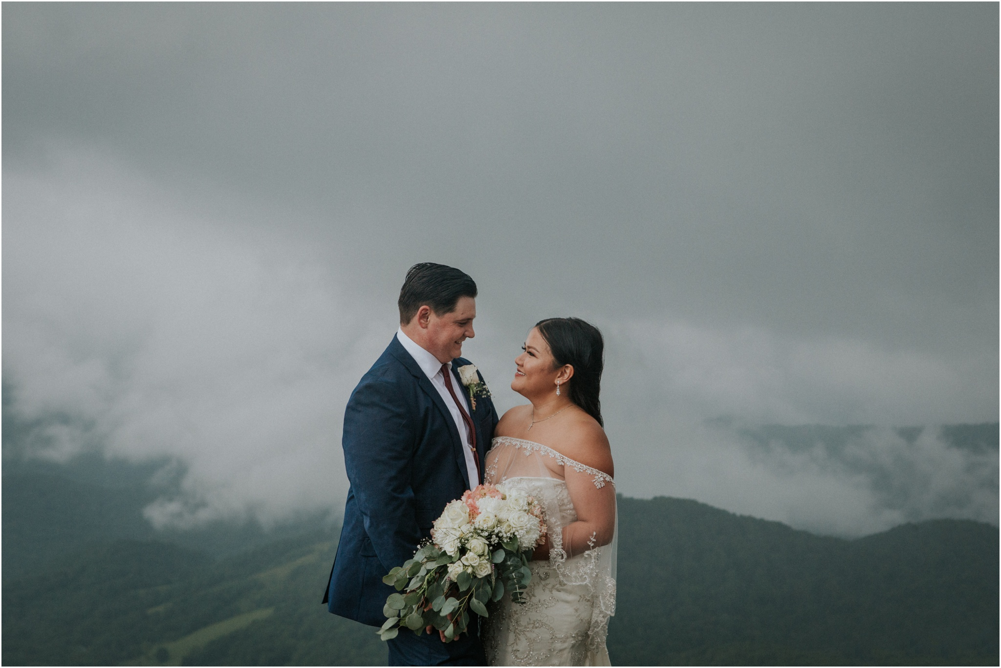 roan-mountain-tennessee-carvers-gap-stormy-intimate-bohemian-mountaintop-wedding_0100.jpg