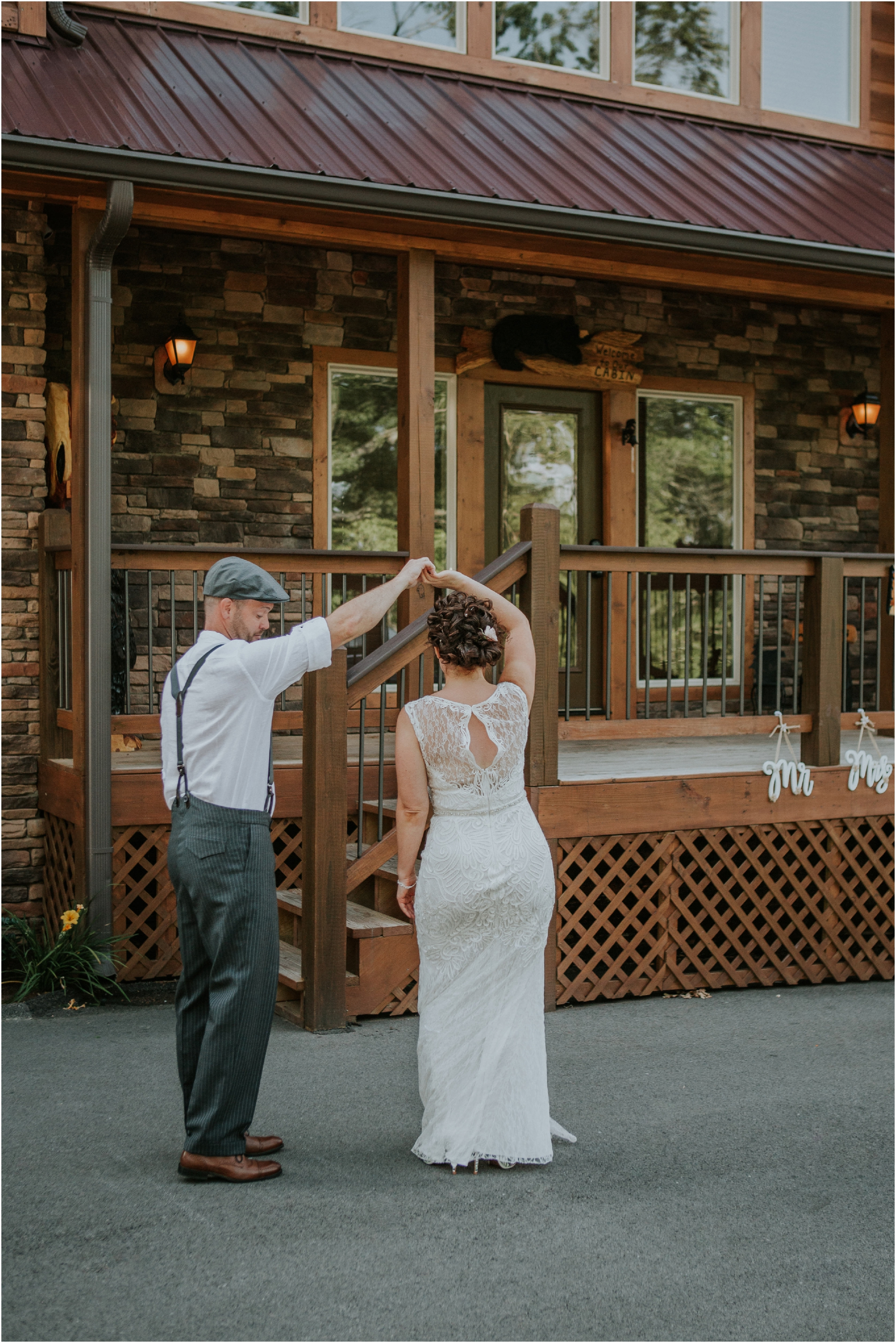 cabin-parkside-resort-the-magnolia-venue-tennessee-mountain-views-intimate-wedding_0063.jpg