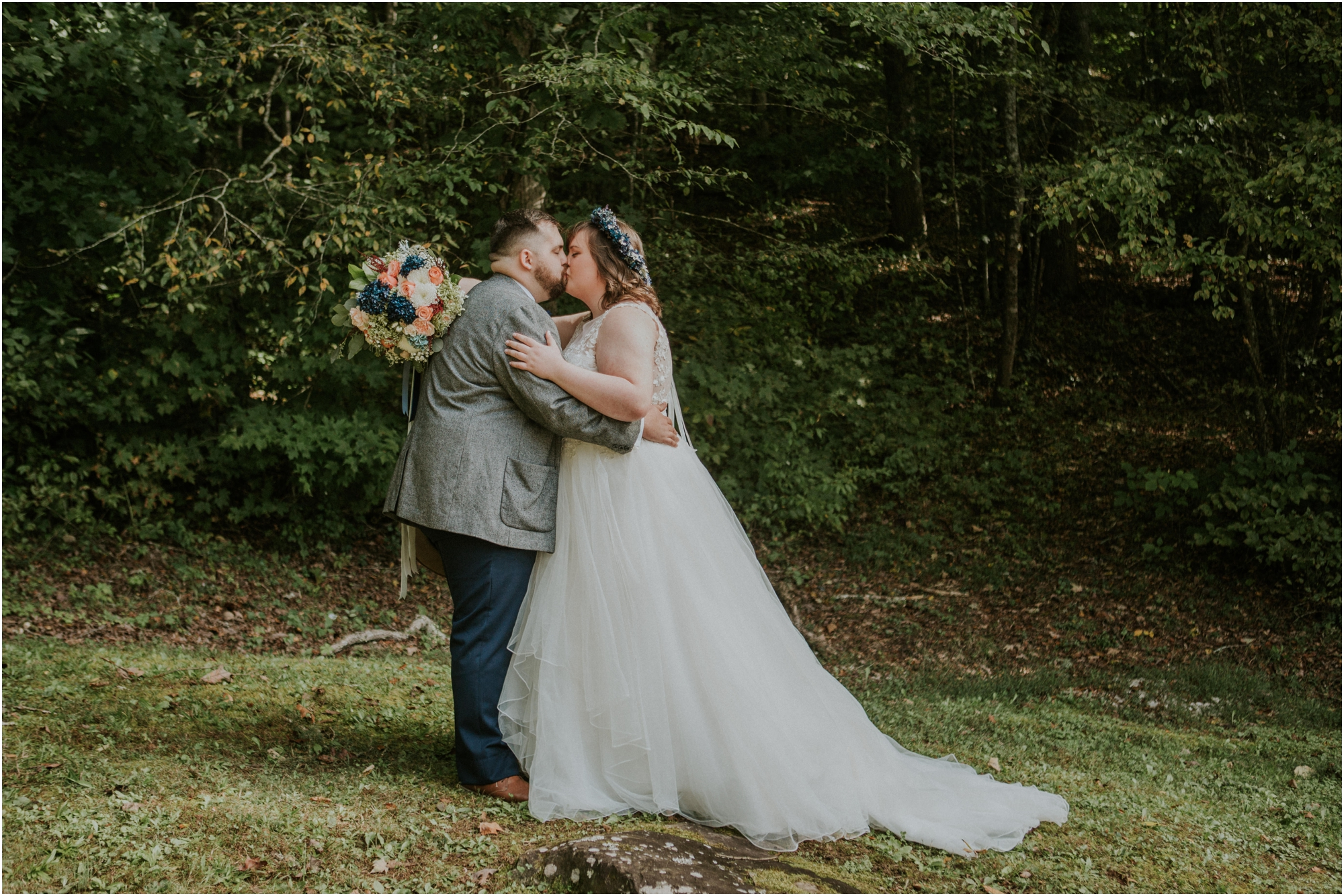 caryville-robbins-middle-tennessee-intimate-cozy-fall-navy-rustic-backyard-wedding_0042.jpg