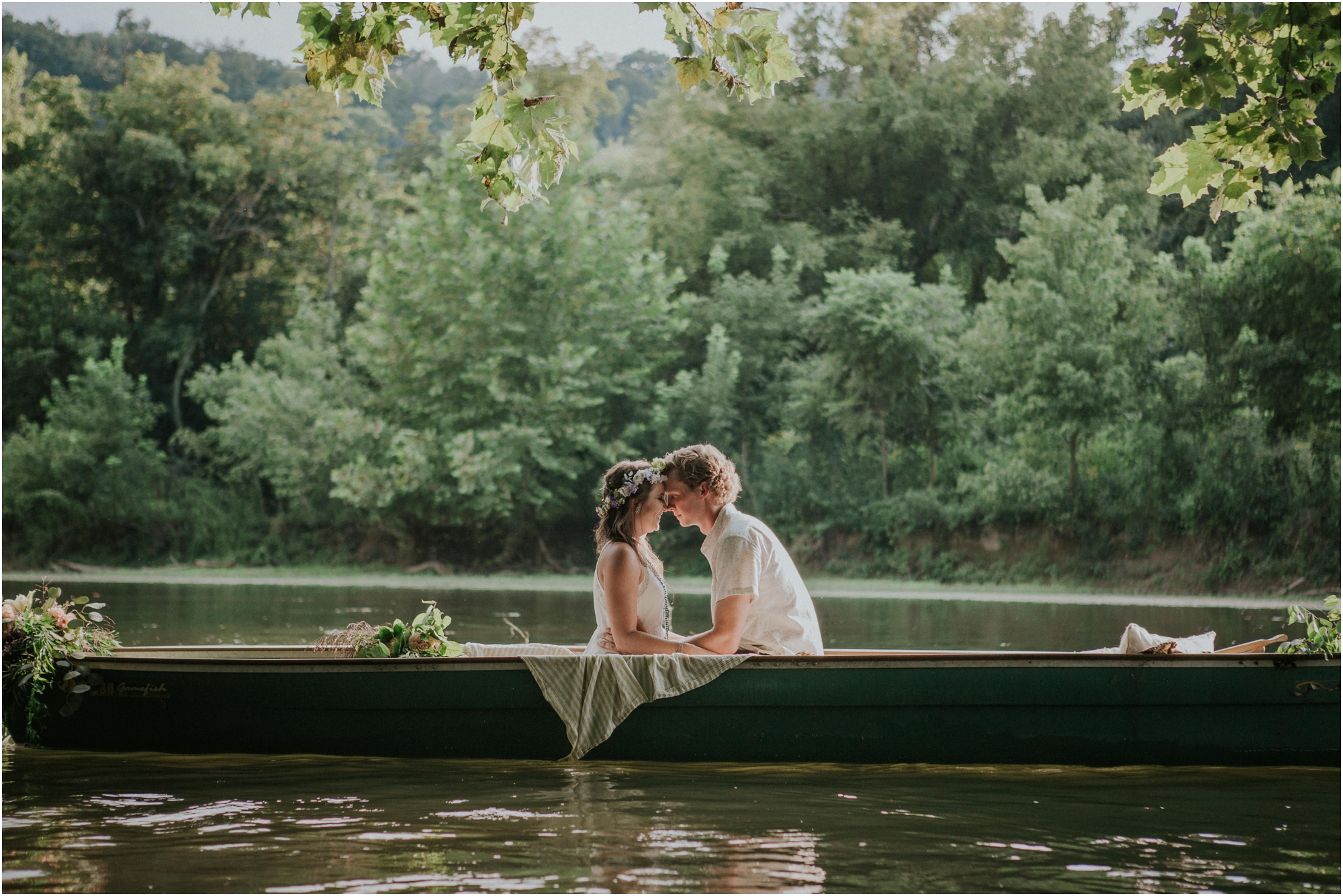homestead-on-the-holston-hiltons-virginia-bohemian-canoe-styled-shoot-northeast-tennessee-elopement-wild-free-spirit_0012.jpg