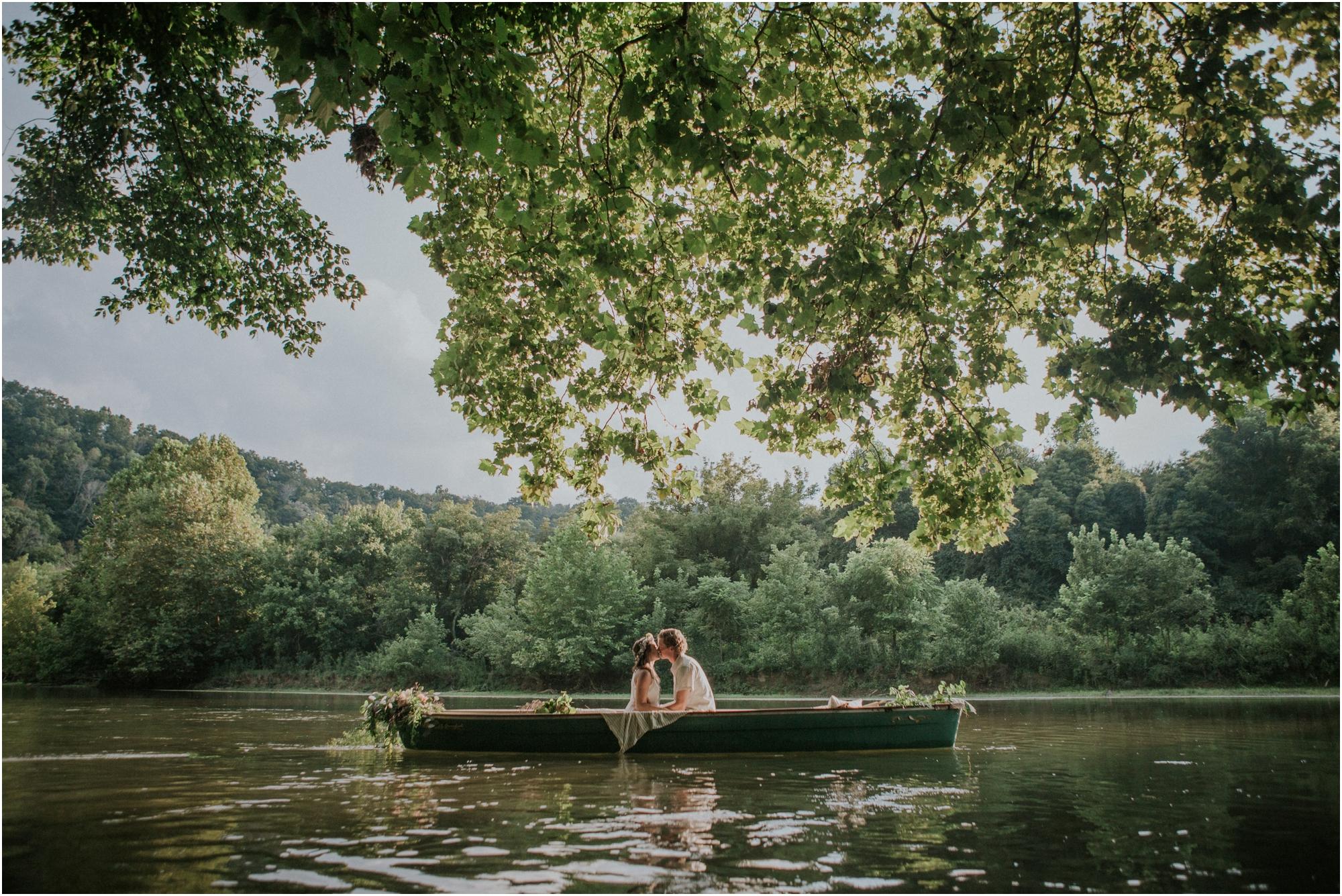 homestead-on-the-holston-hiltons-virginia-bohemian-canoe-styled-shoot-northeast-tennessee-elopement-wild-free-spirit_0013.jpg