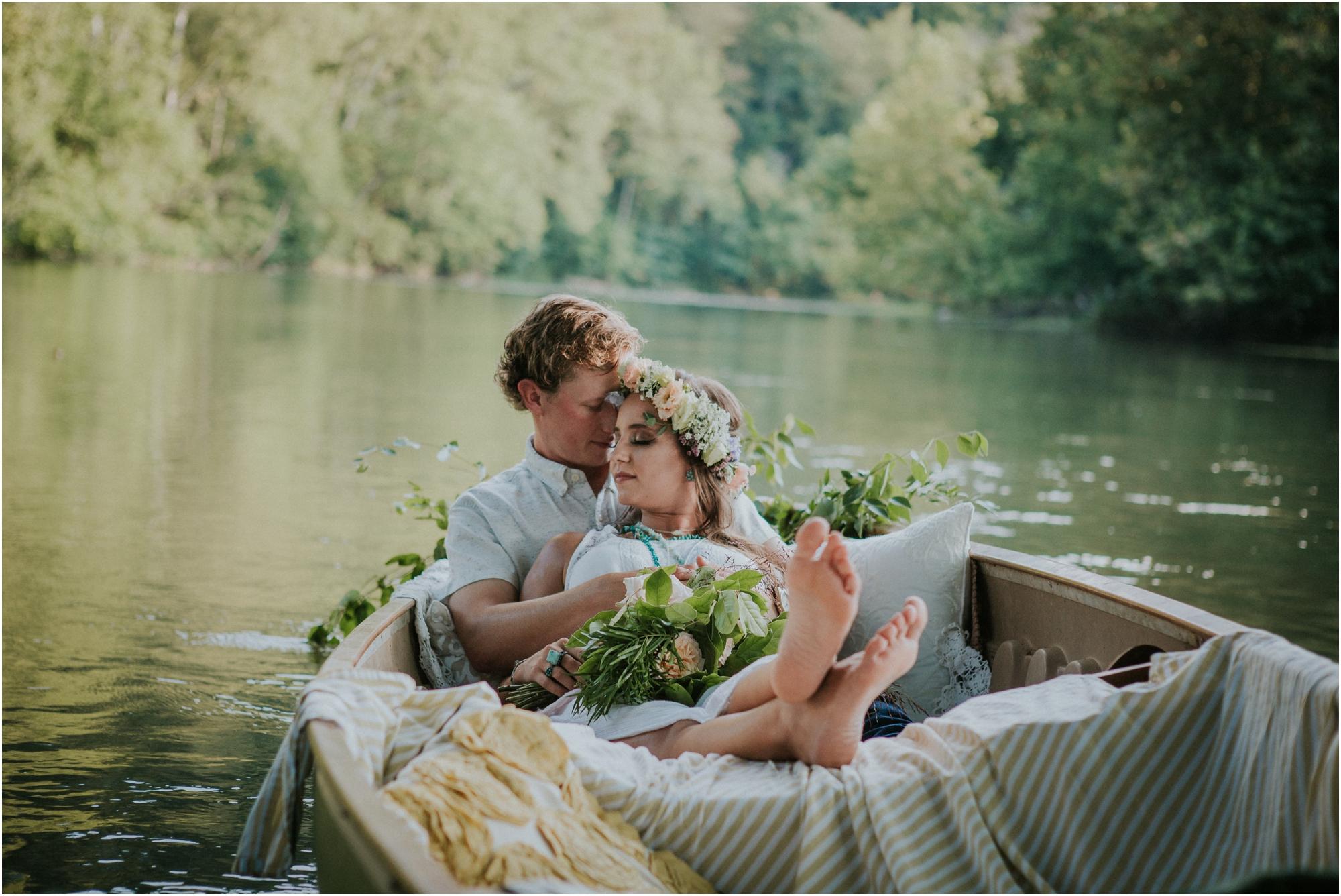 homestead-on-the-holston-hiltons-virginia-bohemian-canoe-styled-shoot-northeast-tennessee-elopement-wild-free-spirit_0014.jpg