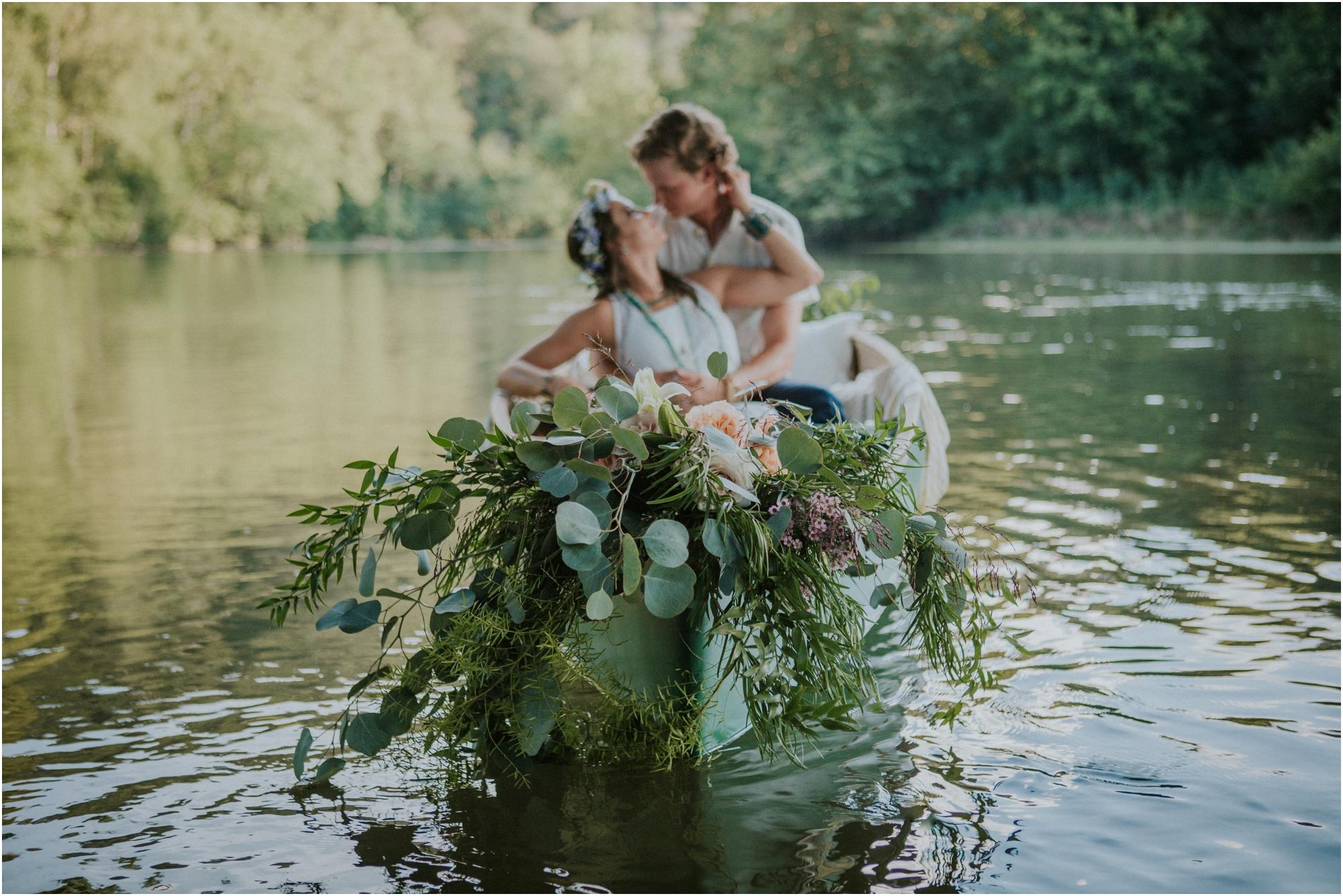 homestead-on-the-holston-hiltons-virginia-bohemian-canoe-styled-shoot-northeast-tennessee-elopement-wild-free-spirit_0015.jpg