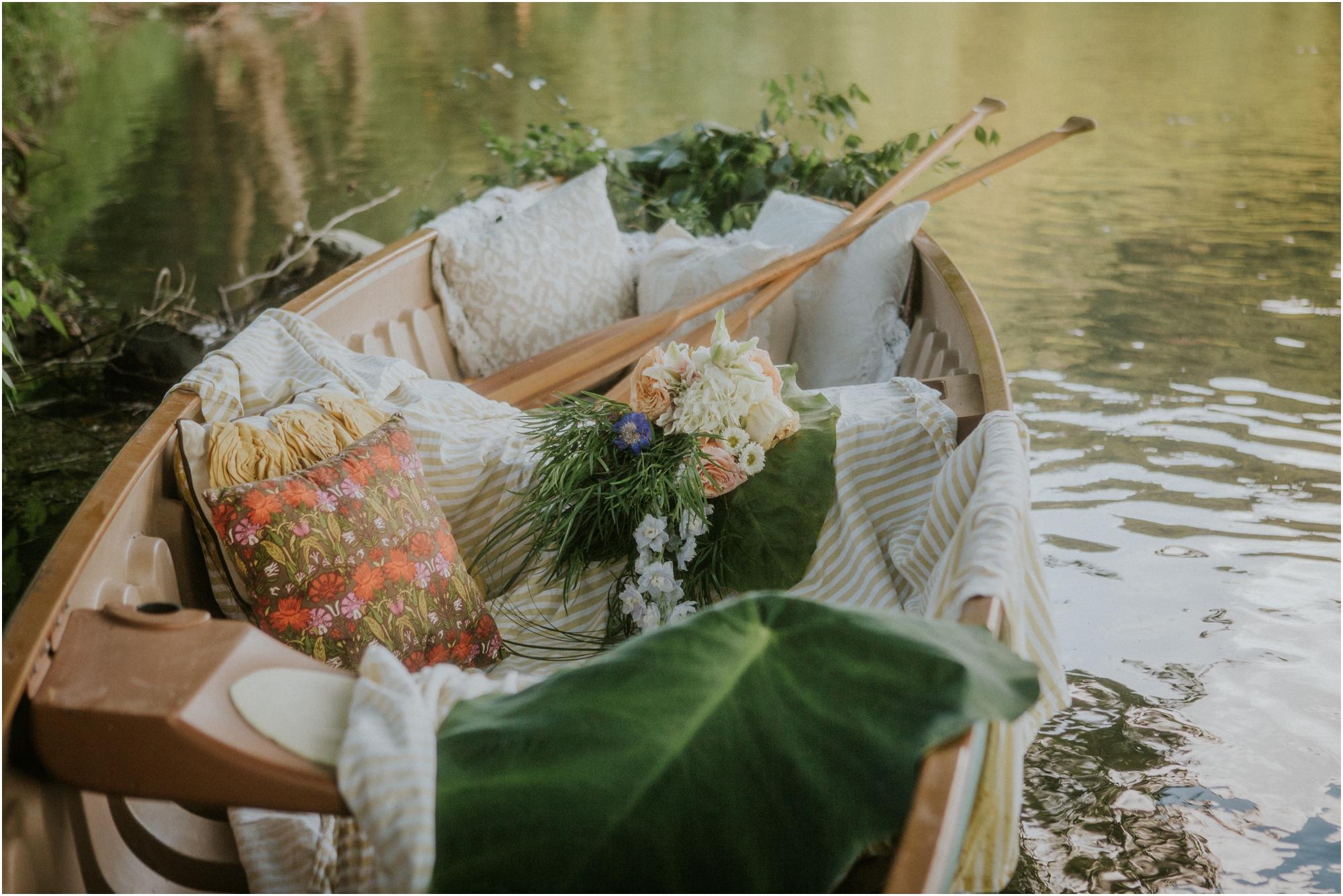 homestead-on-the-holston-hiltons-virginia-bohemian-canoe-styled-shoot-northeast-tennessee-elopement-wild-free-spirit_0024.jpg