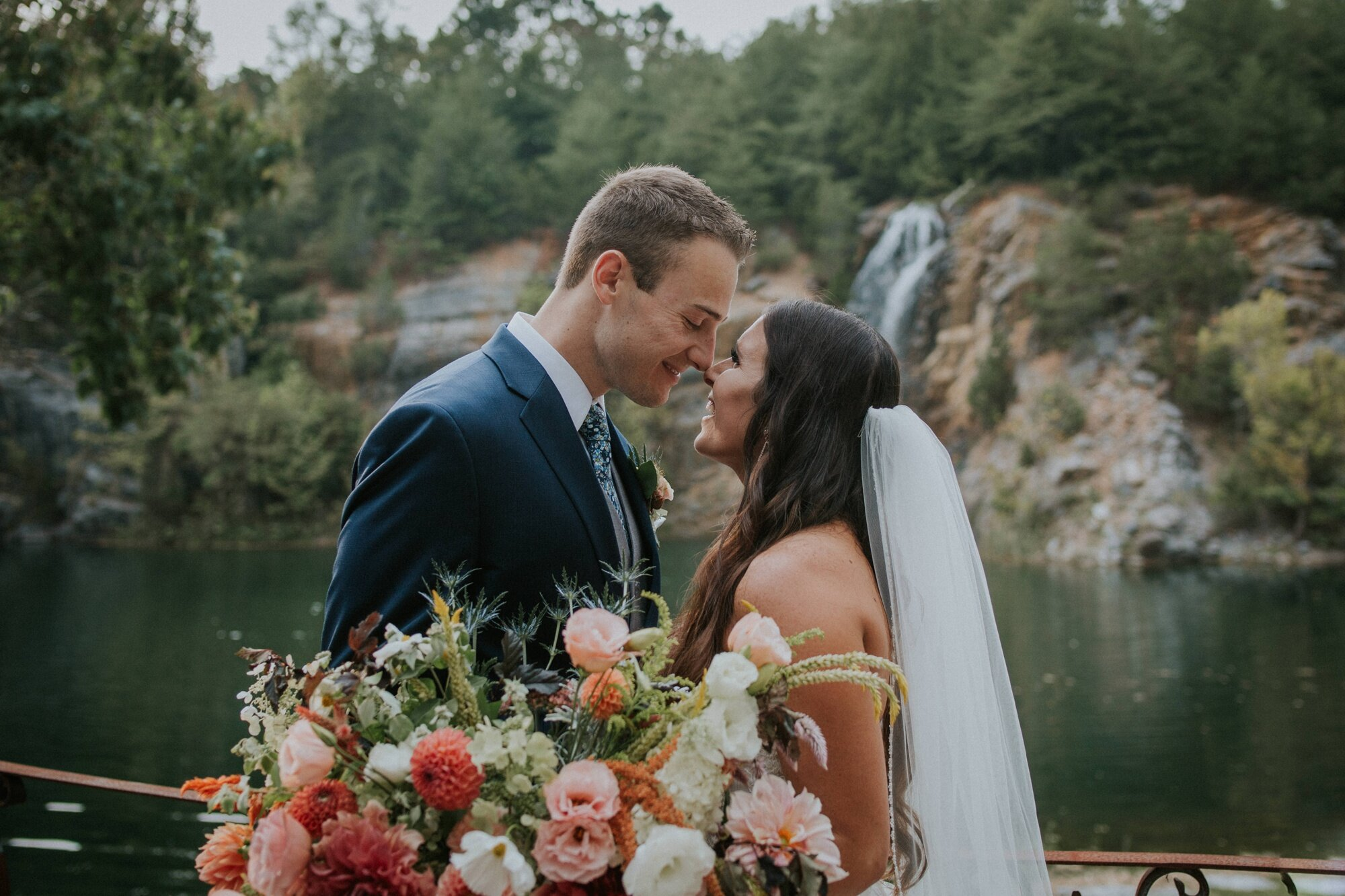 waterstone-venue-johnson-city-tennessee-rustic-adventurous-katy-sergent-asheville-knoxville-wedding-photography_0023.jpg