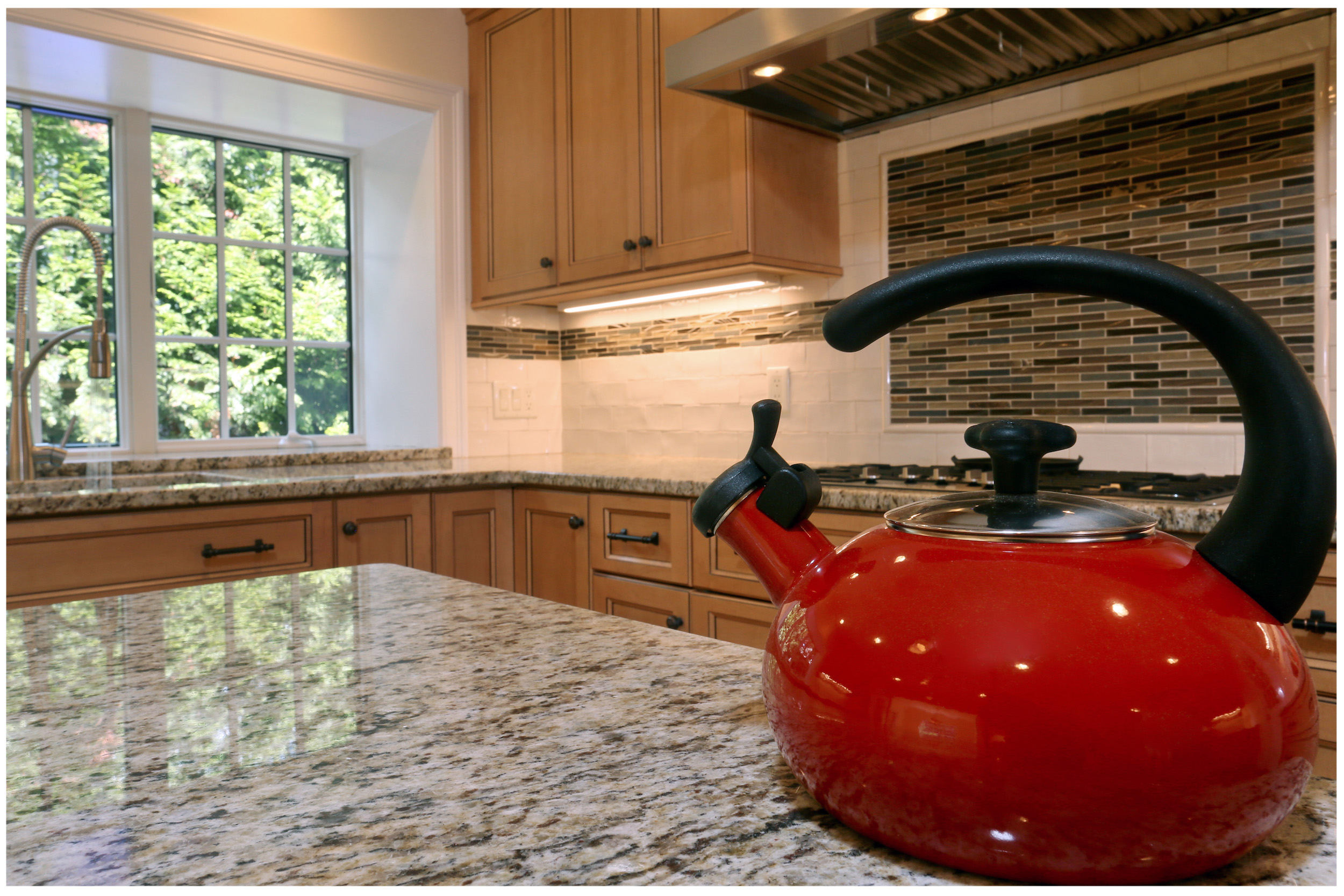 KitchenVisions-New-Traditional-Kitchen-ChestnutHill-6E9C8465rt-12x8-300.jpg