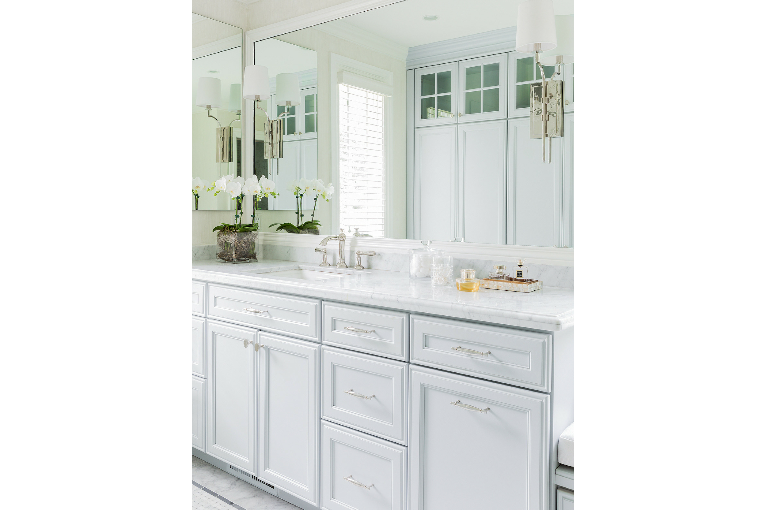 KitchenVisions-Hall-Guest-Baths-K8B0173.png