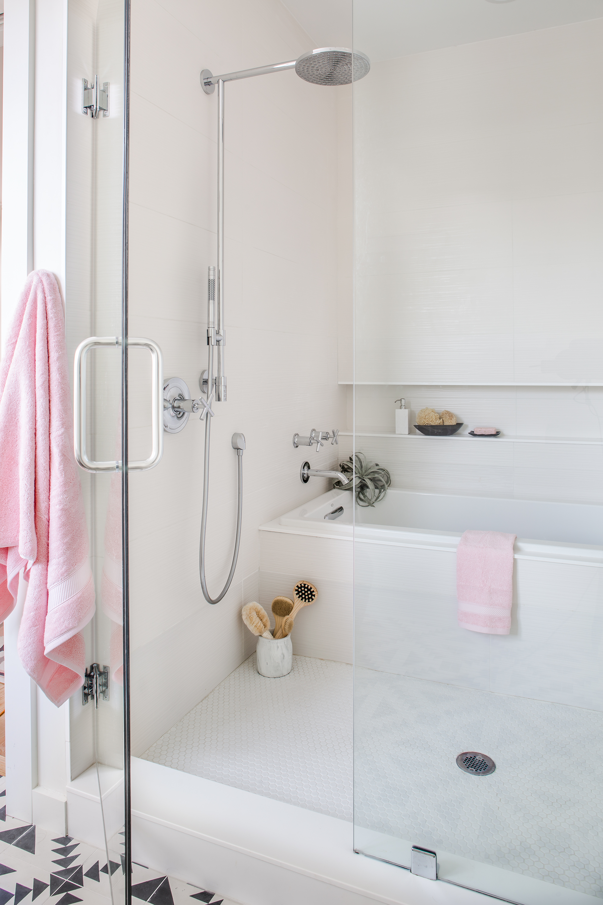 modern on connecticut ave master bath shower and tub   jeff herr photography
