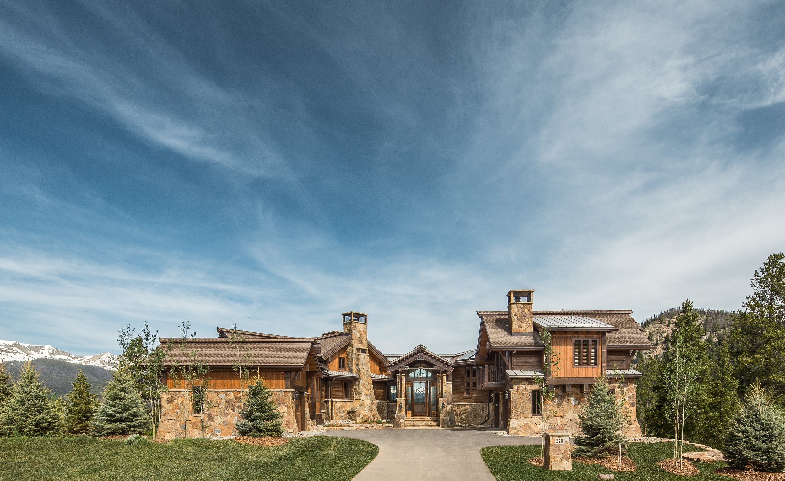 Located in the Highlands neighborhood at220 Cottonwood Circle, this home takes advantage of sweeping views of the Ten Mile Range, unobstructed from the entire western side of the home.